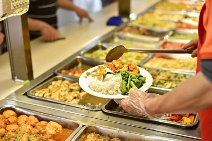 3、学校食堂外卖:在大学里点外卖和去食堂吃哪个更划算?