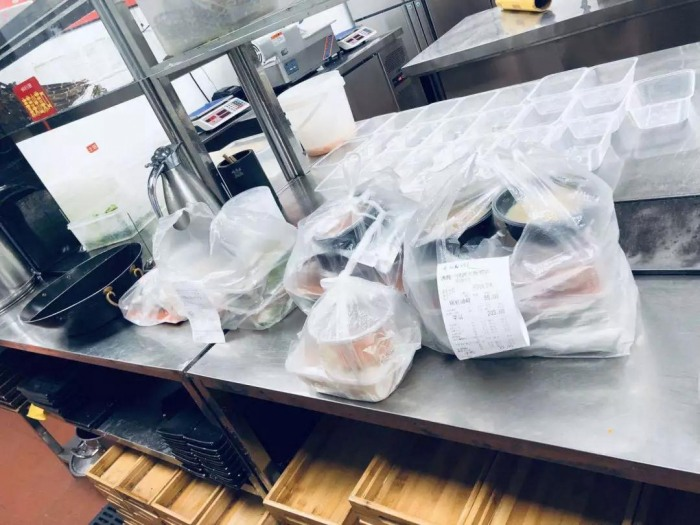 大学食堂外卖怎么做,大多数大学生吃外卖还是食堂?
